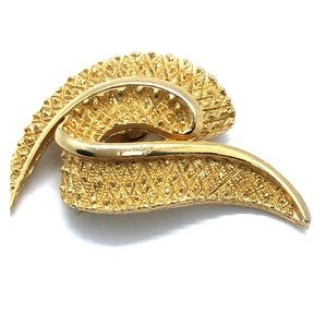 Stylish gold tone textured Brooch